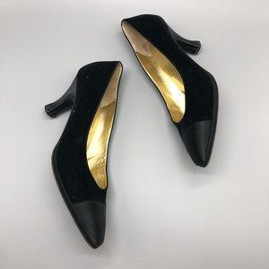 Vintage Bruno Magli black cap toe toe low heels